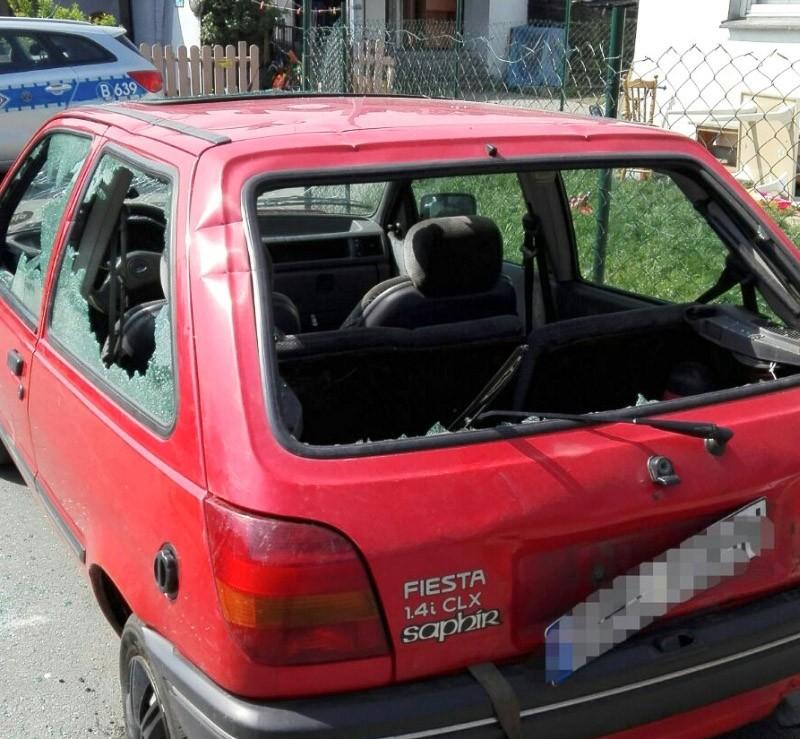 Po pijaku zdemolował auto maczetą. I groził swojej byłej z-index: 0