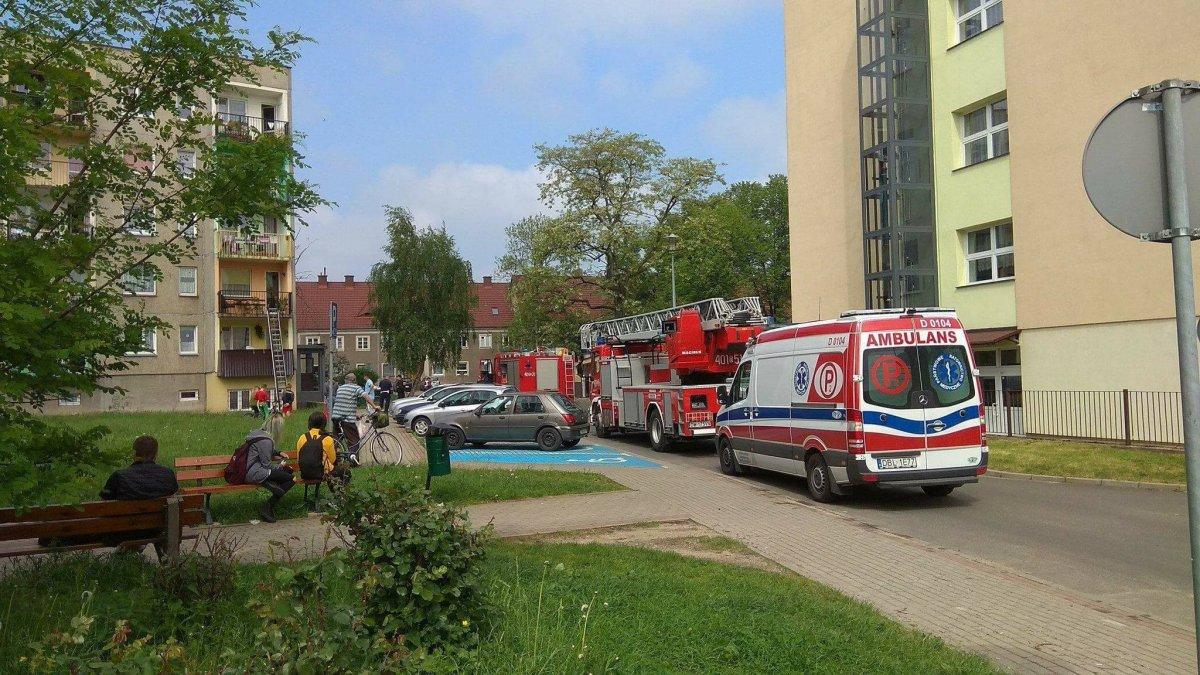 Akcja służb ratunkowych przy ul. Konstytucji 3 Maja