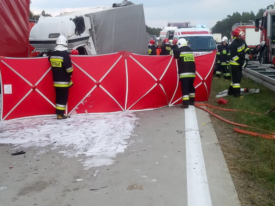 Śmiertelny wypadek na A18. Kierowca busa zginął na miejscu
