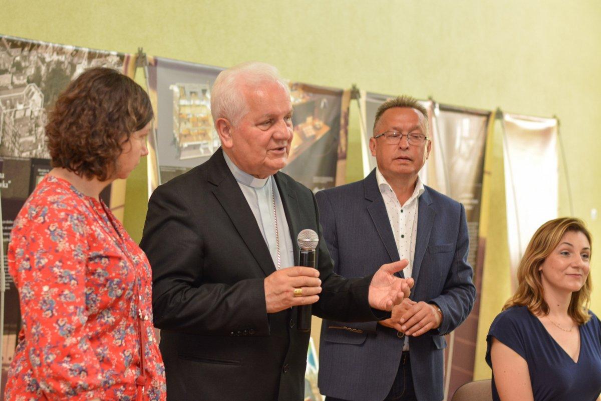 Biskup Franjo Komarica z Banja Luki w II Liceum Ogólnokształcącym w Bolesławcu