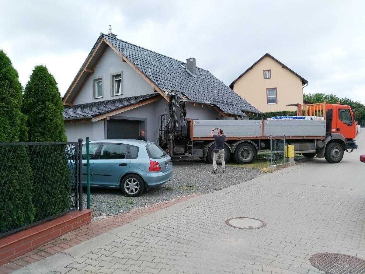 Ciężarówka wjechała w budynek z-index: 0