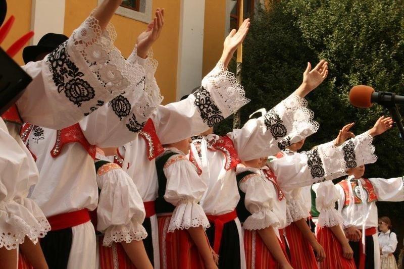 Festiwal Folklorystyczny Świat pod Kyczerą z-index: 0