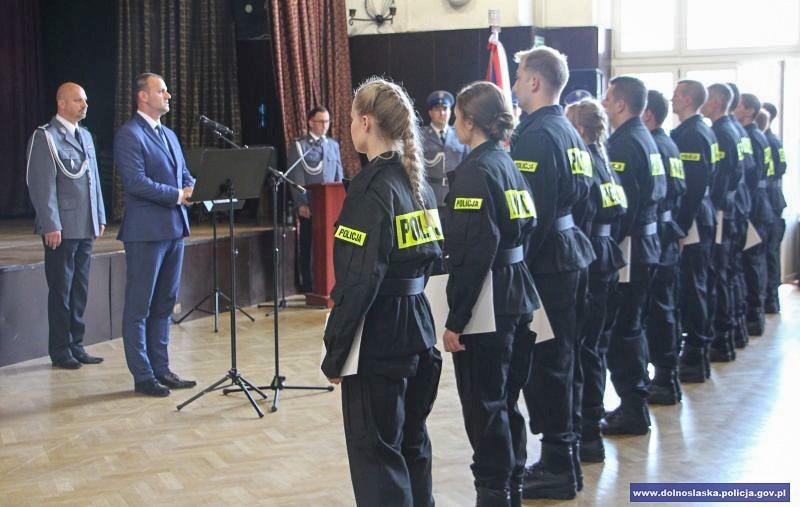 Nowi dolnośląscy policjanci już po ślubowaniu