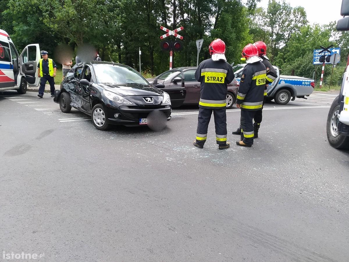 Wypadek na krzyżówce Cieszkowskiego-Modłowa. Jedna osoba ciężko ranna z-index: 0