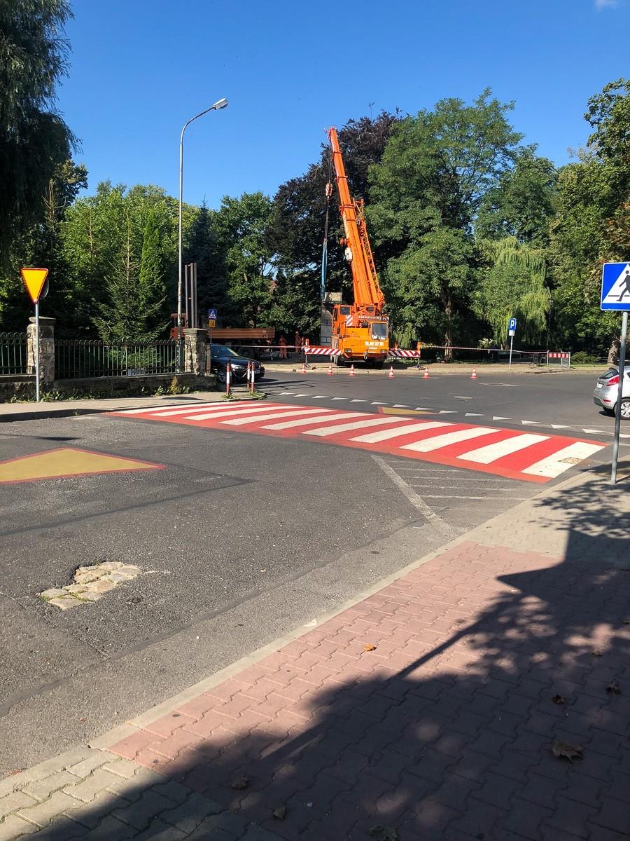 Pomnik przy skwerze 100-lecia Odzyskania Niepodległości zdemontowany