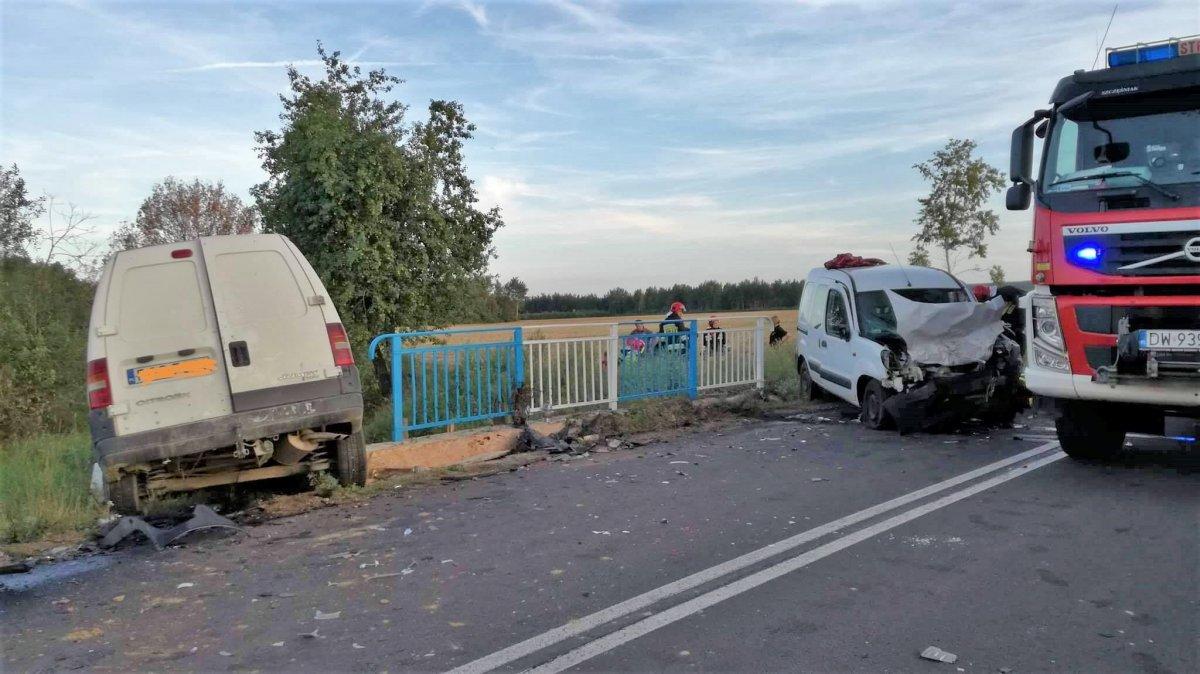 Wypadek koło Gromadki, 3 osoby ciężko ranne