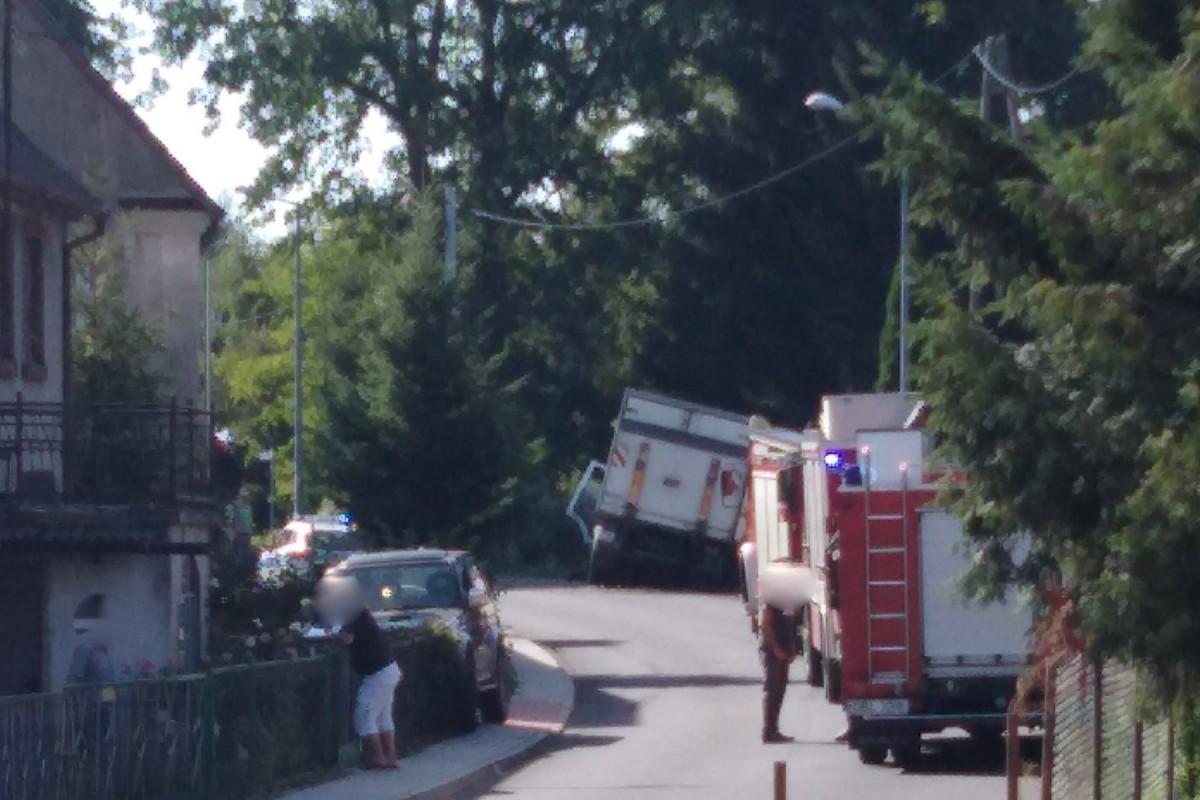 Zderzenie dwóch samochodów w Ocicach. Jedna osoba ranna