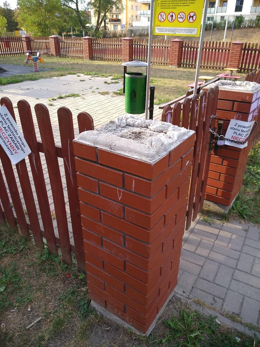 Plac zabaw przy Wojska Polskiego zamknięty. Kiedy zostanie naprawiony? z-index: 0