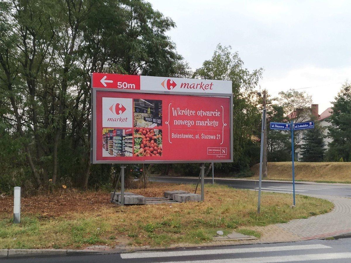 Billboard z reklamą marketu