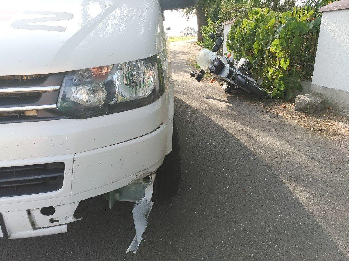 Wypadek motocyklisty i busa w Kruszynie