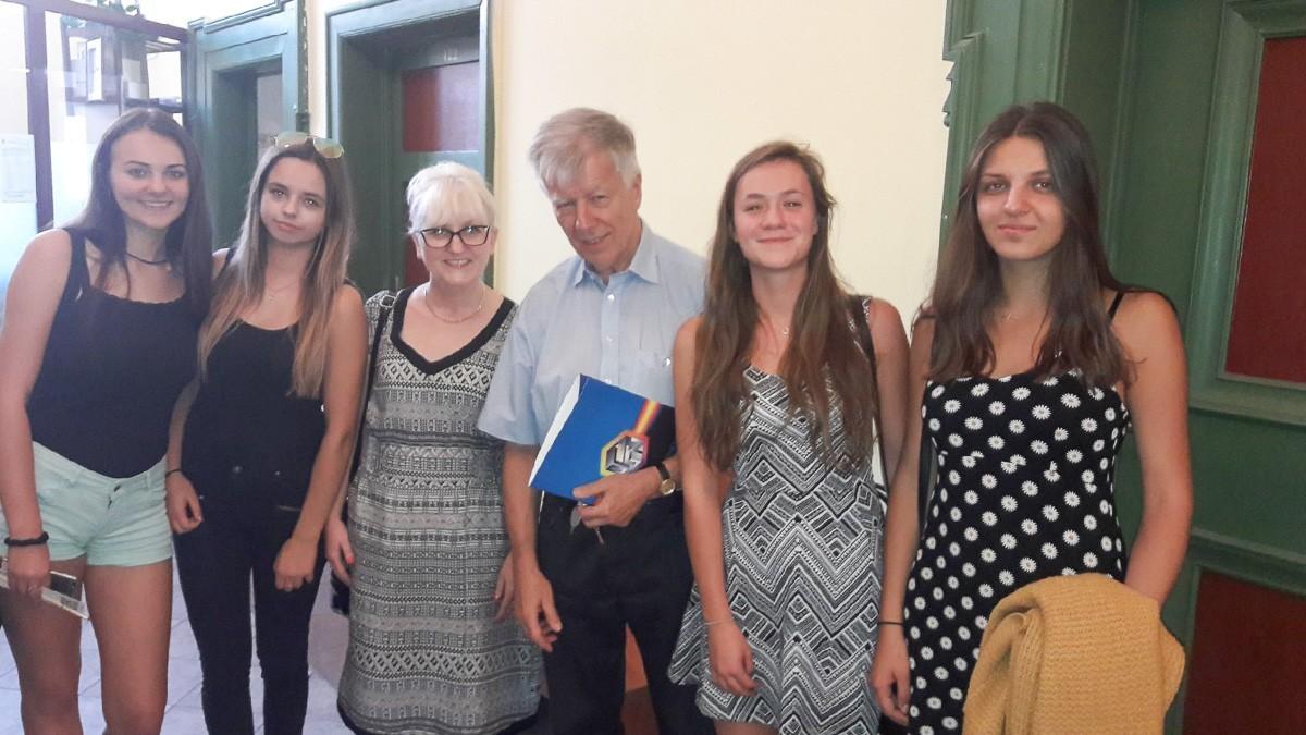 """Uczniowie """"Handlówki"""" na dyktandzie z prof. Miodkiem z-index: 0"""