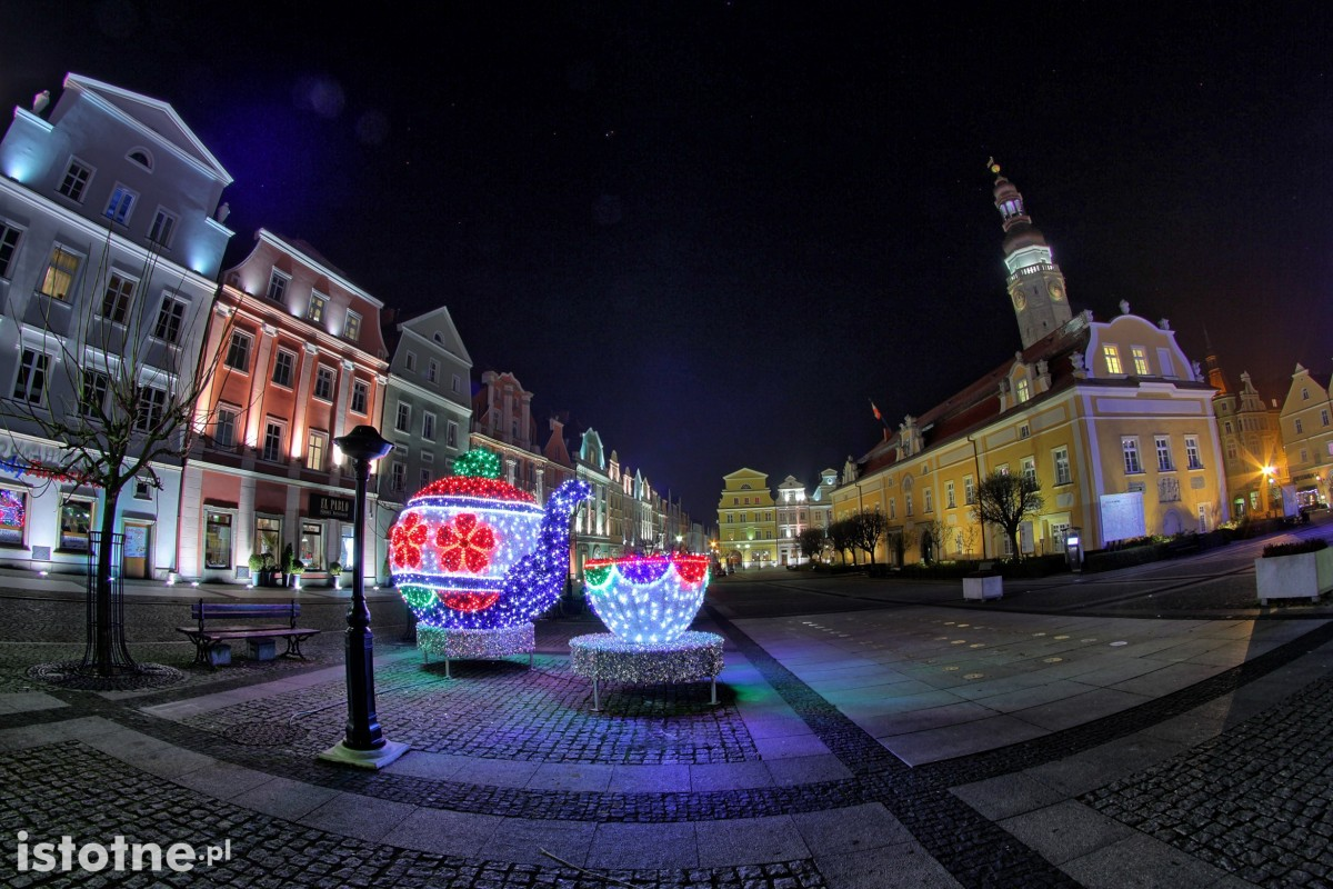 Świąteczne dekoracje w bolesławieckim rynku