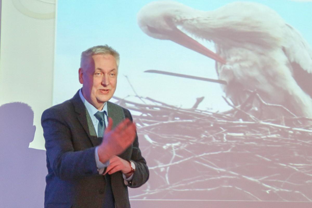 Prof. dr hab. Leszek Jerzak – wykład o bocianach na Uniwersytecie Trzeciego Wieku z-index: 0