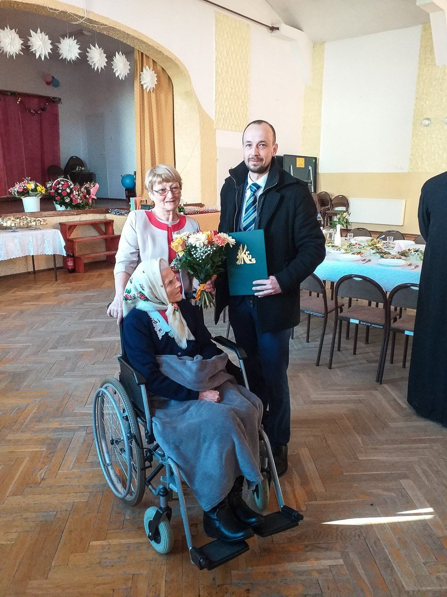 Sebastian Fijałkowski, kierownik Placówki Terenowej w Bolesławcu, aby osobiście składa życzenia