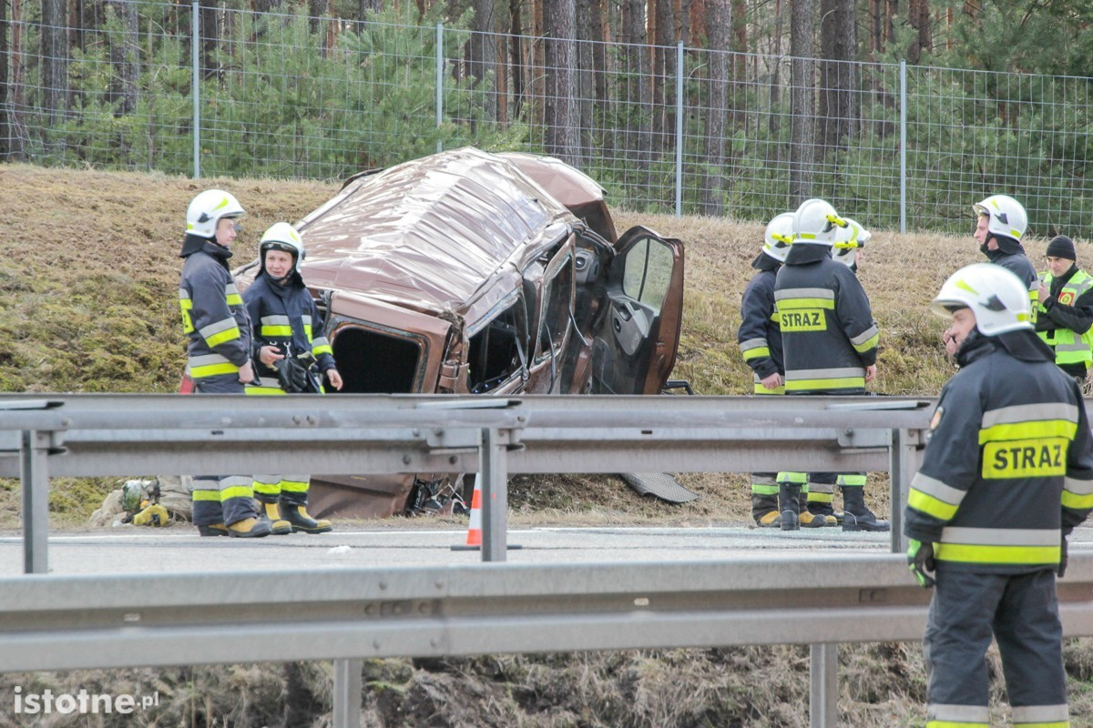Wypadek busa z Amerykanami na A18. Sześciu żołnierzy rannych z-index: 0