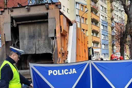 Śmieciarka śmiertelnie potrąciła starszą kobietę. Policja szuka świadów