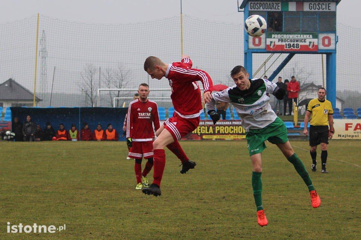 Wniedzielnym meczu bolesławianie przegrali zOrkanem Szczedrzykowice 0:2. z-index: 0