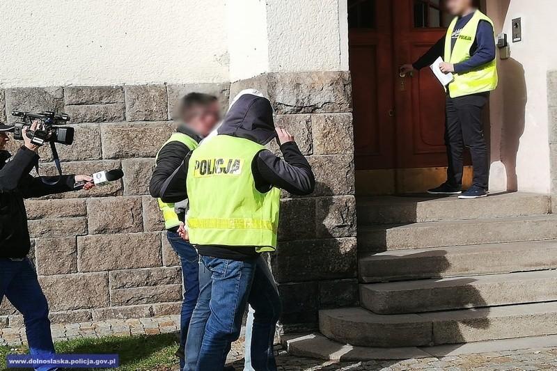 Obaj sprawcy brutalnego pobicia w centrum Lwówka aresztowani z-index: 0
