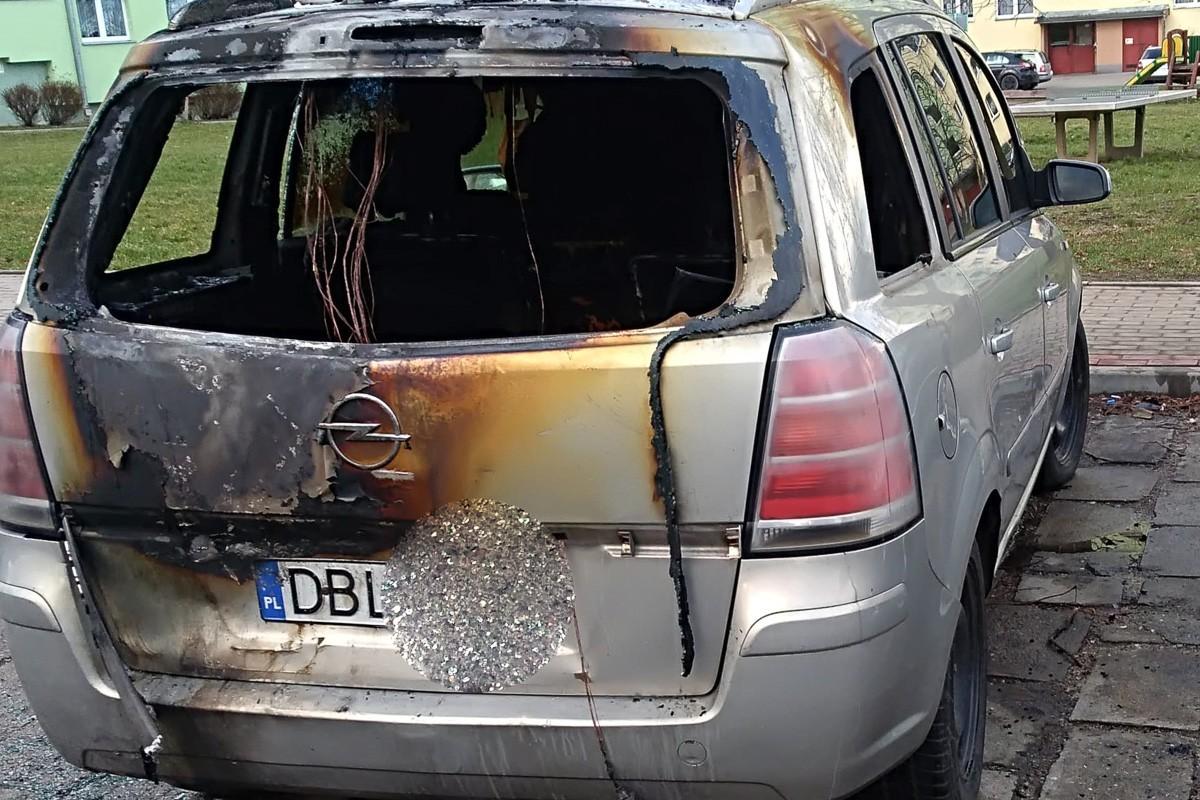 Pożar opla na ul. Jana Pawła II