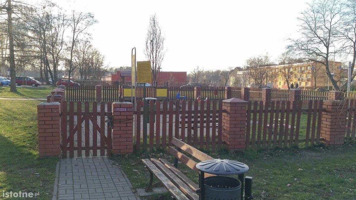 Plac zabaw przy Wojska Polskiego nadal zamknięty z-index: 0