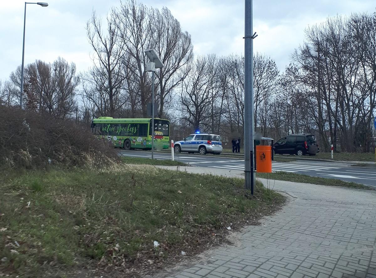 Citroen zderzył się z miejskim autobusem