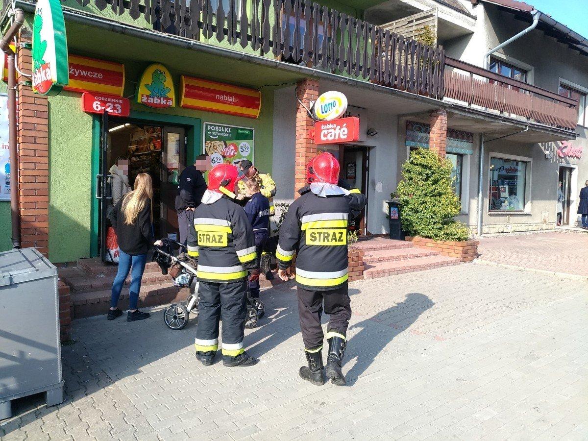 Akcja straży pożarnej w sklepie Żabka
