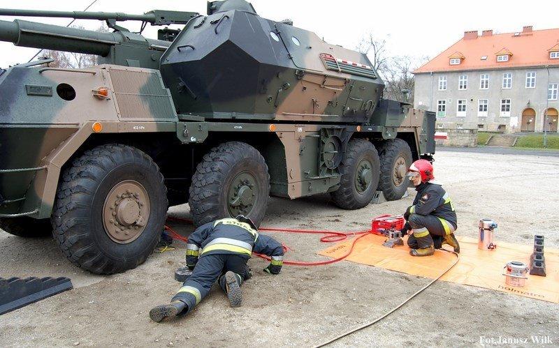 Strażackie ćwiczenia ze sprzętem wojskowym z-index: 0