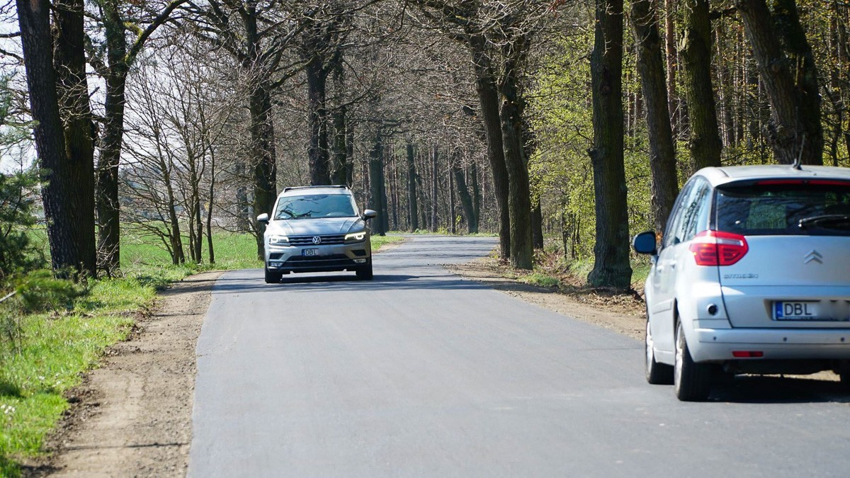 Gładka jak stół: droga między Parzycami a Kierżnem z-index: 0
