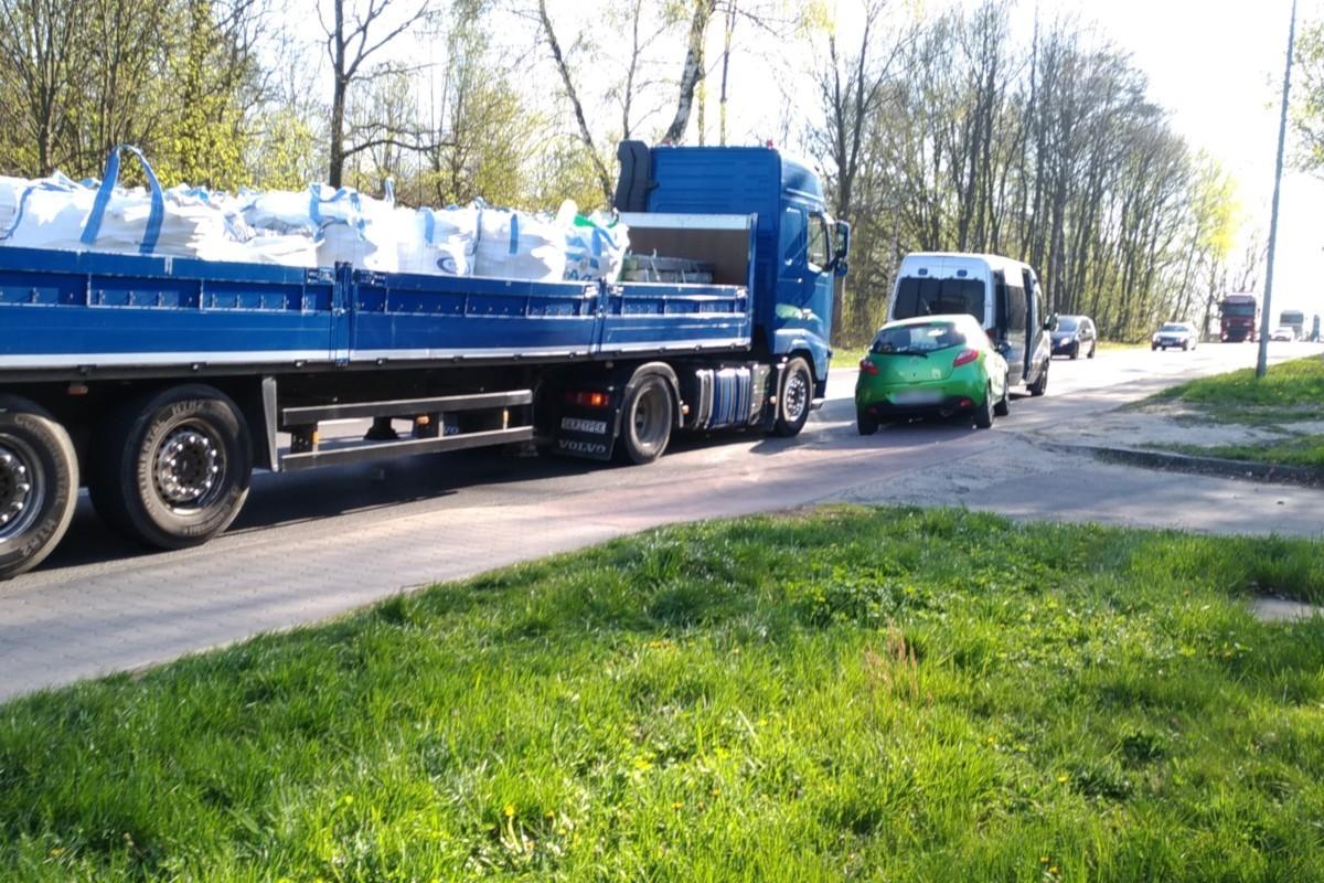 Kolizja osobówki z ciężarówką na Generała Nila z-index: 0