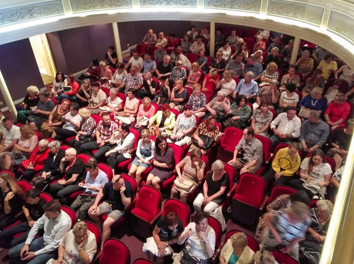 Publiczność na spotkaniu z Tomaszem Sekielskim