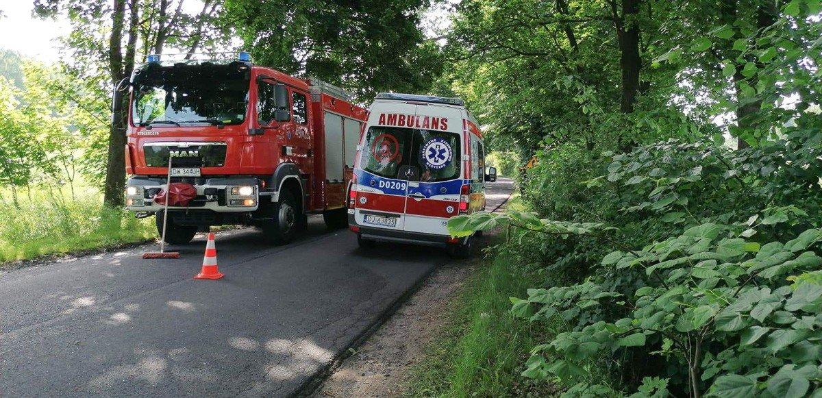 Dachowanie peugeota we Włodzicach Małych. Kierowca z gminy Bolesławiec ranny z-index: 0