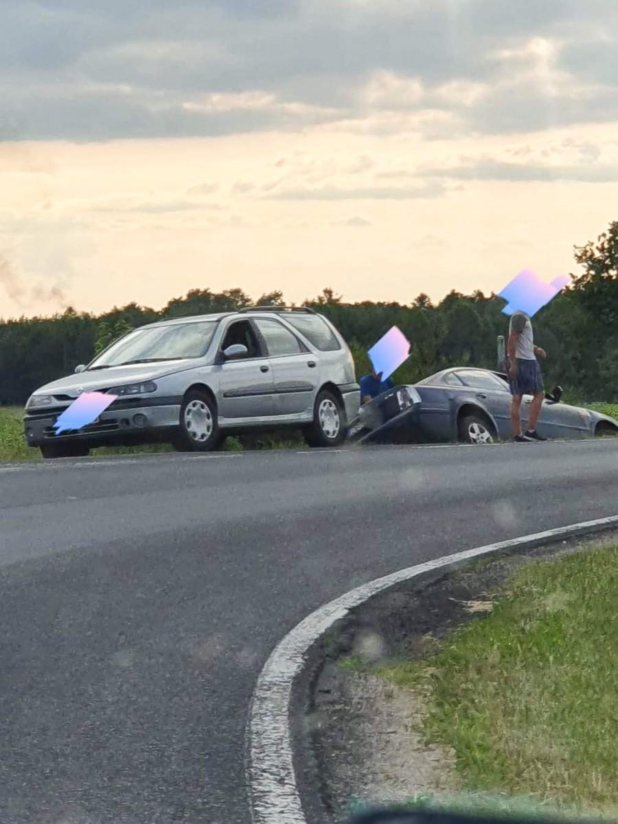 Kompletnie pijany kierowca bez prawa jazdy zatrzymany w Parowej