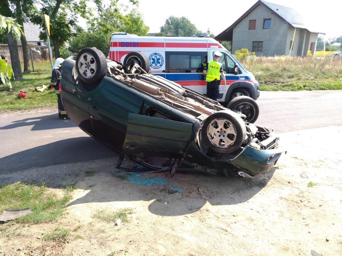 Wypadek w Kraśniku. Seat dachował