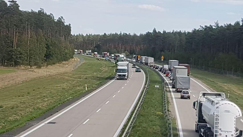 Zderzenie osobówki z ciężarówką na A4.
