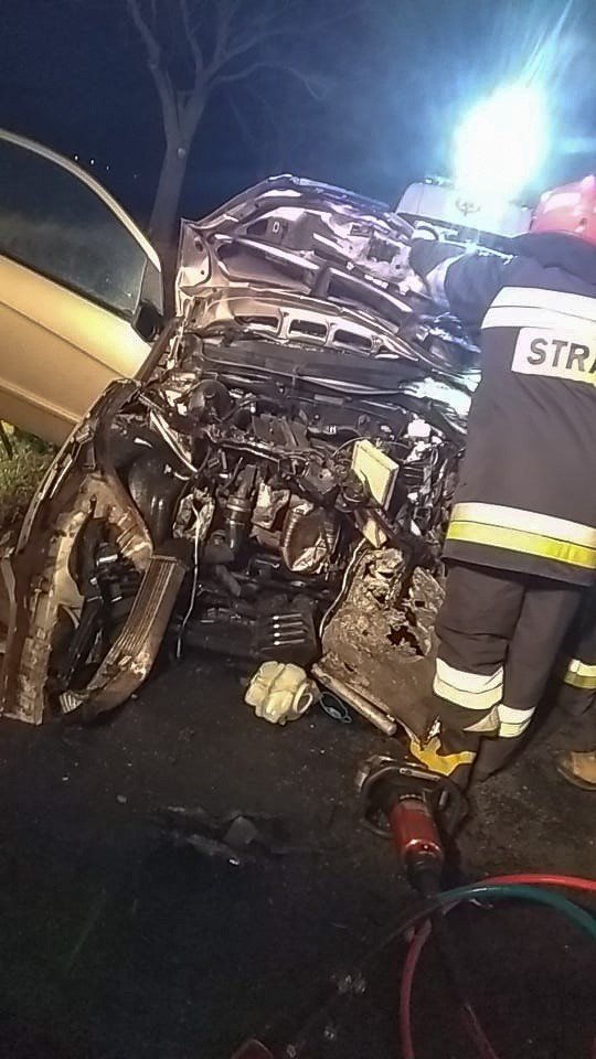 Wypadek przed Kraśnikiem, trzy osoby ranne. 31-latek zabrany śmigłowcem do szpitala