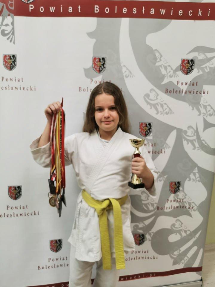 Amelia z medalami