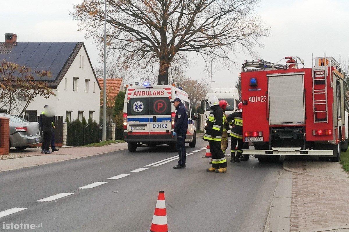 Wypadek w Łące. Kobieta w ciąży zabrana do szpitala