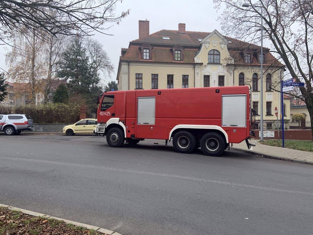 Wóz strażacki przy ulicy Kubika w Bolesławcu