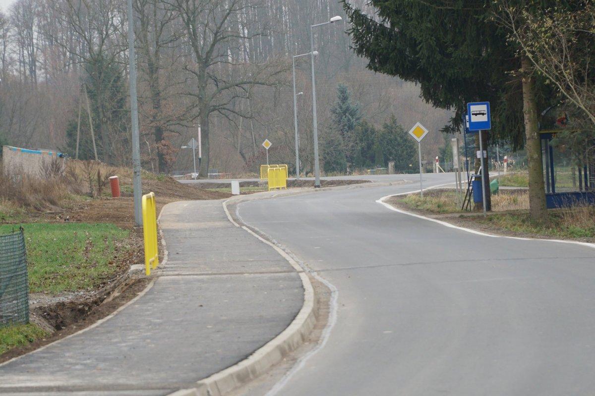 990 metrów chodnika w Żeliszowie oddane do użytku