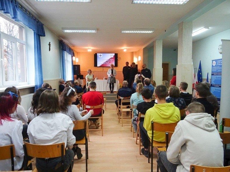 """Uczennice """"Budowlanki"""" najlepsze w konkursie wiedzy o policji"""