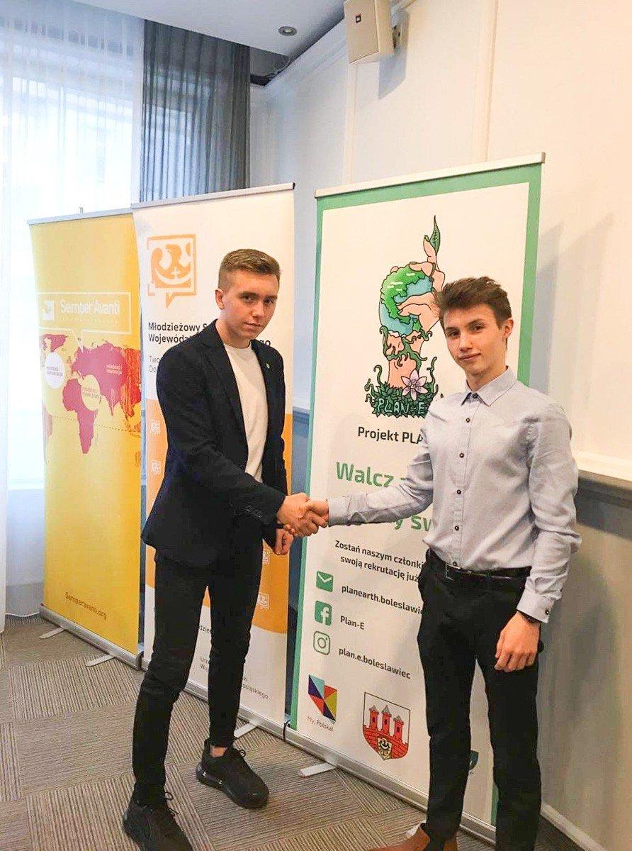 Od prawej: Adam Goleński z Planu-E i Bartek Babiński, przewodniczący Młodzieżowego Sejmiku Województwa Dolnośląskiego