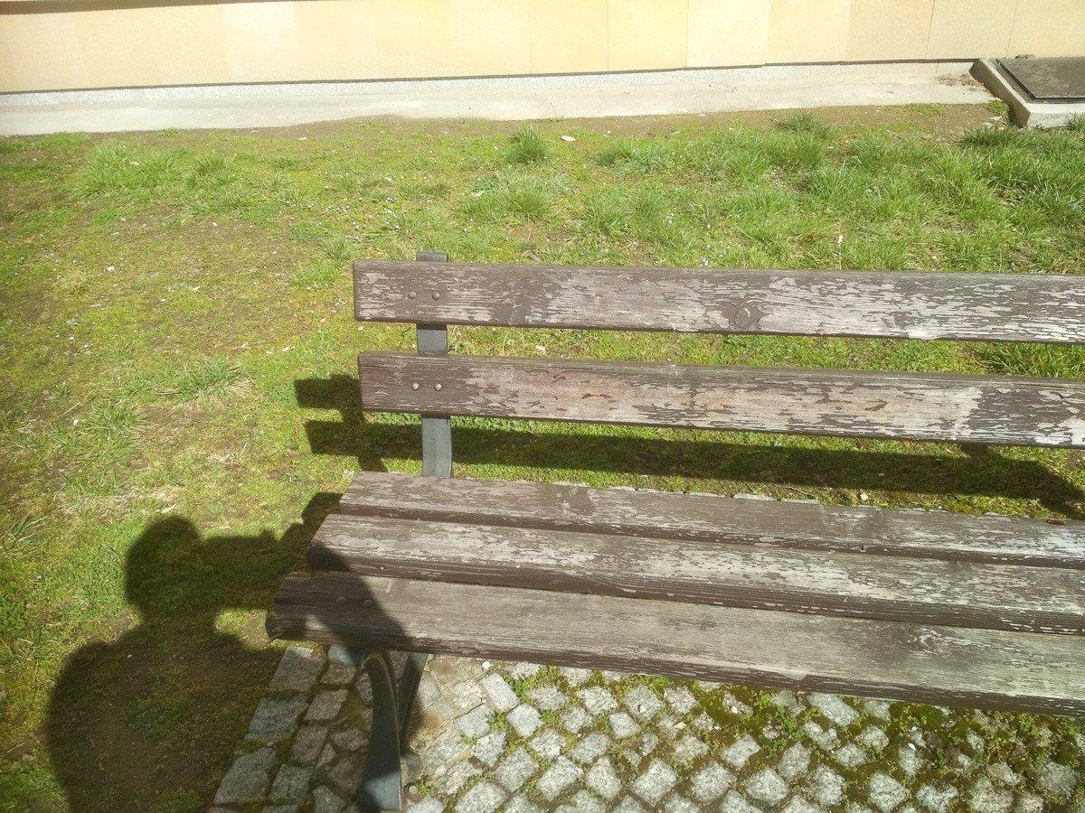 Ławki przy placu Zamkowym w Bolesławcu