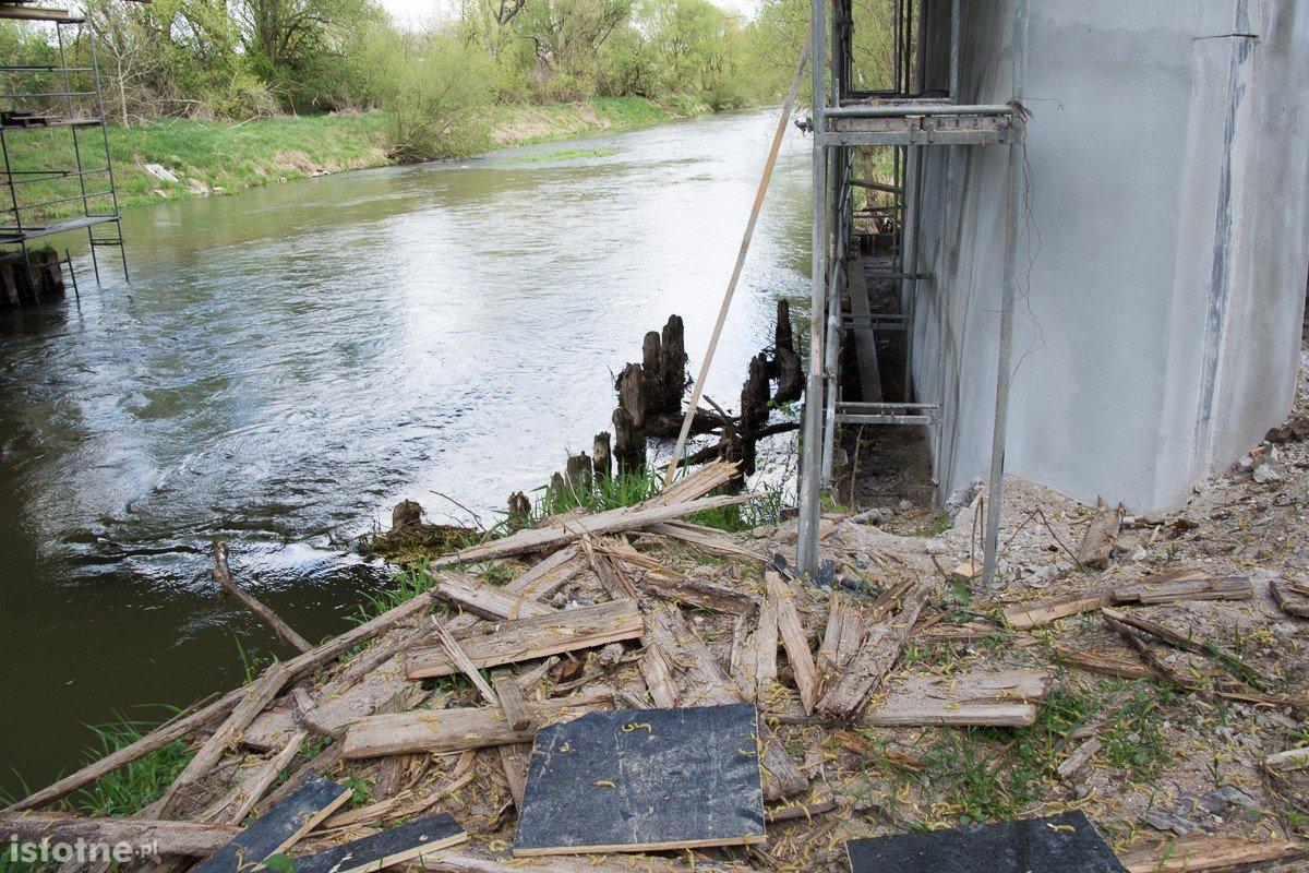 Stan wody w rzecze Bóbr (zdjęcia wykonane 26 kwietnia w Bolesławcu)