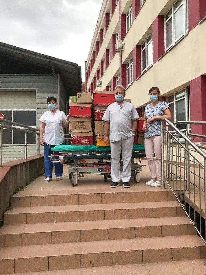Strażacy z Sędzimirowa dostarczyli przekąski bolesławieckiemu szpitalowi