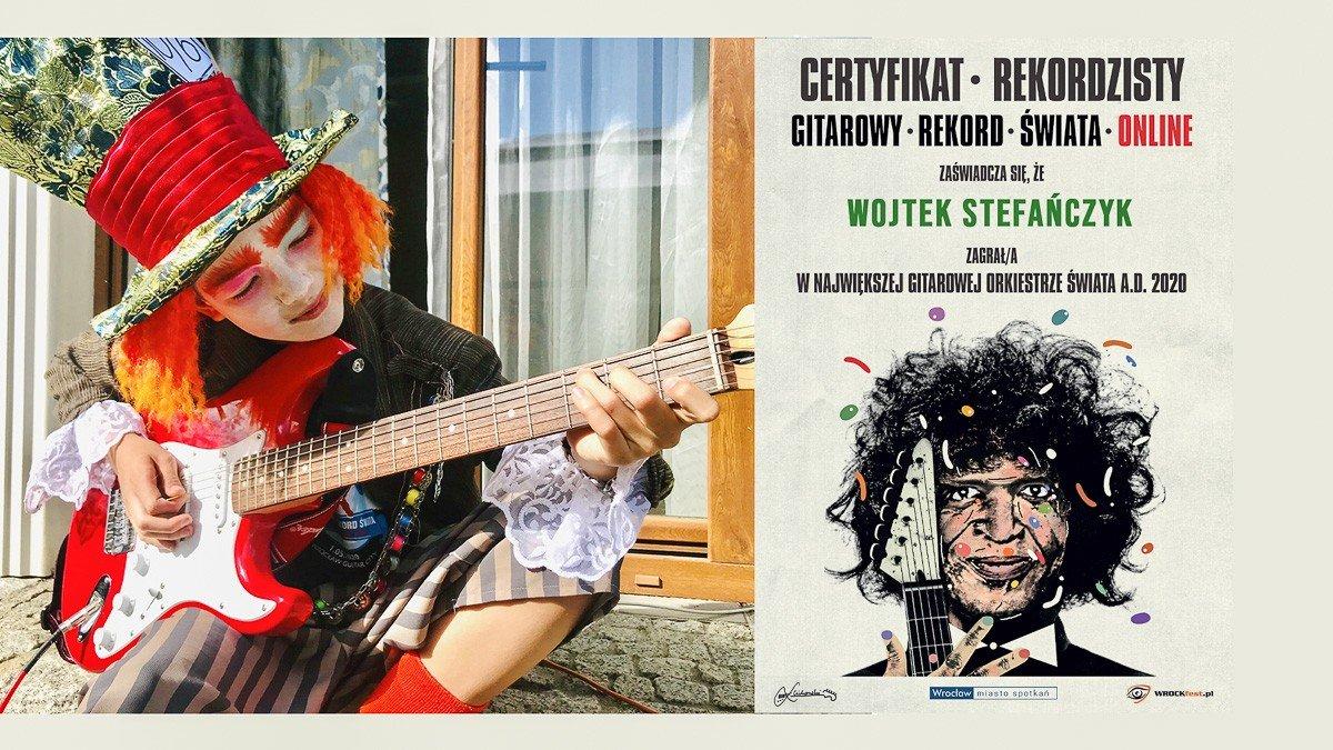 """Wojtek """"Szalony Kapelusznik"""" Stefańczyk z Bolesławca, laureat głównej nagrody w konkursie na przebranie w ramach Gitarowego Rekordu Guinnessa 2020"""