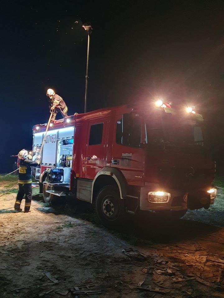 Akcja straży pożarnej między Wartowicami a Wartą Bolesławiecką (powiat bolesławiecki)