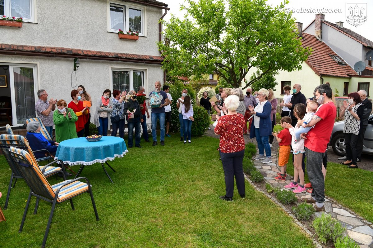 Przyjęcie-niespodzianka z okazji setnych urodzin Janiny Walenciejczyk z Bolesławca