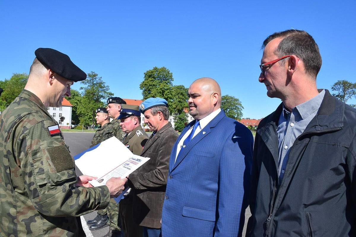 Apel z okazji Dnia Weterana Działań poza Granicami Państwa w 23 Śląskim Pułku Artylerii w Bolesławcu