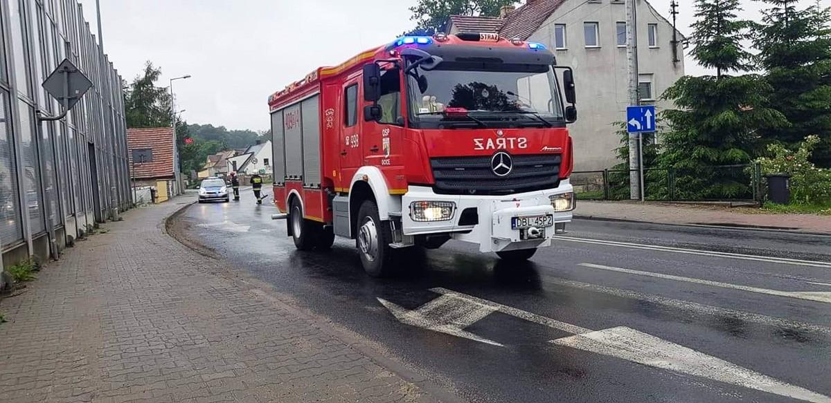 Akcja straży pożarnej na ul. Generała Nila w Bolesławcu