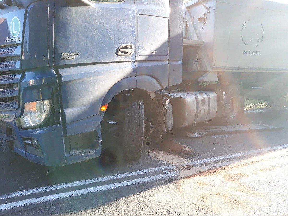 Zderzenie dwóch pojazdów w okolicach Jeleniowa (gmina Nowogrodziec, powiat bolesławiecki)